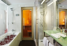 Life Class_Sveti Martin_Hotel Spa Golfer_suite_bathroom